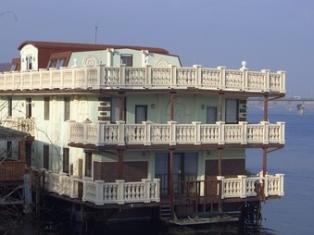 Дом на воде: мировой опыт и отечественные реалии