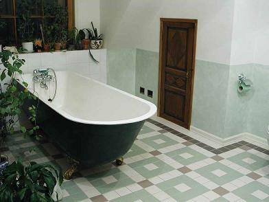 Классическая ванна из чугуна начала XX века