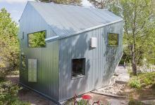 Частный дом из профнастила и фанеры